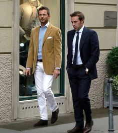 How to Dress like an Italian: http://www.walksofitaly.com/blog/how-to/what-italians-wear-in-spring