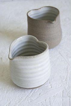 Newest Absolutely Free pottery wheel shapes Suggestions Heart Shaped Bud Vase Heart Shaped Bud Vase , farmhouse decor, rustic small vase, kitchen decor, wh Thrown Pottery, Slab Pottery, Pottery Vase, Ceramic Pottery, Pottery Wheel, Ceramics Pottery Mugs, Pottery Painting, White Ceramics, Ceramic Mugs