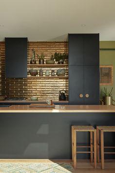 The kitchen backsplash tiles are Perini tiles in jaca bronze, their metallic glaze reflecting the natural light. Glass Backsplash Kitchen, Glass Kitchen, Kitchen Tiles, Kitchen Decor, Glass Tiles, Backsplash Ideas, Kitchen Hacks, Diy Kitchen, Kitchen Cabinets