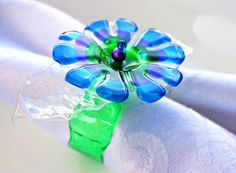 Beautiful flower napkin rings made from plastic bottles // Upcycle This! 27 Creative Ways People Recycle Plastic Bottles