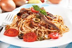 Gourmed tasty recipes with pasta from 19 Mediterranean countries Spaghetti Sauce Tomate, Pasta Puttanesca, How To Peel Tomatoes, Mediterranean Recipes, Italian Recipes, Food To Make, Cravings, Spicy, Spaghetti