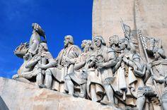 Monument des DécouvertesConstruit par l'architecte Cottinelli Telmo dans le quartier de Belém, le monument des Découvertes a été érigé en mémoire des navigateurs portugais des XVe et XVIe siècles et du prince Henri le Navigateur.
