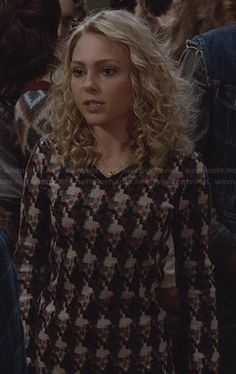 Carrie's patterned sweater dress on The Carrie Diaries.  Outfit Details: http://wornontv.net/24597/ #TheCarrieDiaries