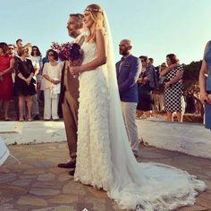 """Ρομαντικά νυφικά δαντέλα με ανοικτή πλάτη : """"d.sign by Dimitris Katselis"""" Real bride . Νυφικό από δαντέλα κυπούρ με έμφαση στην πολύ ανοικτή πλάτη . Lace Wedding, Wedding Dresses, Bridal, Lady, Fashion, Bride Dresses, Moda, Bridal Gowns, Wedding Dressses"""