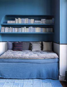intérieur, déco : Coin lecture et lit d'appoint, bleu, décoratrice Marianne Evennou