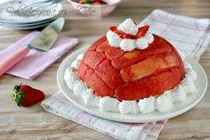 Lo Zuccotto alle fragole, panna e ricotta è un dessert delizioso, un dolce al cucchiaio facile e veloce, senza bisogno di cuocere nulla. Con video ricetta