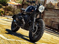 This is a custom motorcycle made by Fran Manen (Lord Drake Kustoms) based on a BMW and in a Cafe Racer and Scrambler style. Scrambler Motorcycle, Motorcycles, Custom Bmw, Bmw Cafe Racer, Drake, Motorbikes, Automobile, Biker, Lord