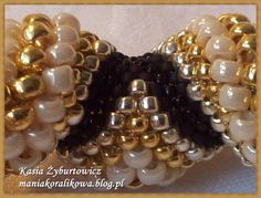 Reversing Cellini Spiral (tubular peyote stitch with graduated bead sizes and spiral reversing ay each coil).  - Very brief instructions - more a formula than a how-to, as the turn isn't explained. In Polish but you can use Google Translate on it.