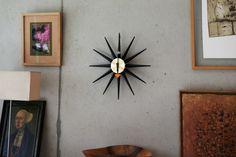 Bei diesem Schmückstück geht doch direkt die Sonne auf. Falls Sie doch einmal nicht da ist betrachte einfach die Vitra Sunburst Clock Uhr und die dunklen Tage sind vergessen! http://www.flinders.de/vitra-sunburst-clock-uhr