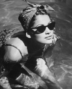 pin up bandana wear Super cute! Pin up is back baby Laetitia Casta, Retro Mode, Mode Vintage, Vintage Pins, Vintage Style, Vintage Swim, Retro Vintage, Look Girl, Up Girl