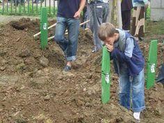 Masumiyet Boşnak çocuğun annesine sorusuydu: Çocukları küçük kurşunlarla mı vururlar anne? #SrebrenitsaSoykırımı20Yıl