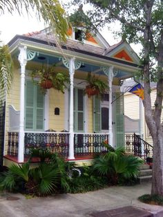 three bays and a deep porch, in the Marigny Painted Lady House, Southern Style Homes, Creole Cottage, Shotgun House, Caribbean Homes, Log Cabin Designs, New Orleans French Quarter, House Trim, Vintage House Plans
