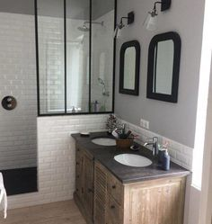 Chic retro bathroom, faience metro and canopy - sallebain Retro Bathrooms, Chic Bathrooms, Small Bathroom, Neutral Bathroom, Master Bathroom, Bathroom Ideas, Modern Bathroom Design, Bathroom Interior Design, Interior Decorating