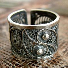 Novica Handcrafted Silver 'Yin and Yang' Ring