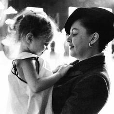 Judy Garland and daughter Lorna Luft being unbelievably precious. Old Movies, Vintage Movies, Classic Actresses, Actors & Actresses, Vintage Hollywood, Classic Hollywood, Lorna Luft, Liza Minnelli, She Walks In Beauty