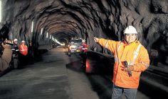 Corrupción. César Álvarez, entonces jefe regional de Áncash, en el túnel Punta Olímpica, parte de la obra vial en la que hallaron indicios de malos manejos en la compra de materiales