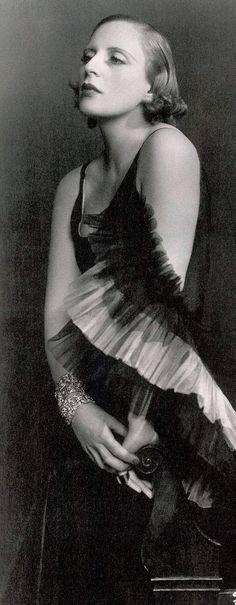 Tamara de Lempicka - 1929 - Photo by Dora Kallmus (Madame D'Ora Studio) - Paris -