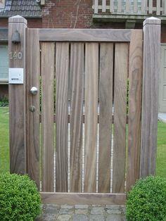 De afgelopen twintig jaar plaatsten wij duizenden zelfgemaakte houten poorten. We tonen u graag een selectie van realisaties. Side Gates, Front Gates, Entrance Gates, Backyard Gates, Backyard Plan, Garden Fence Panels, Garden Fencing, Farm Gate, Fence Gate