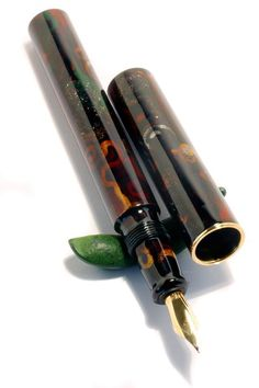 """Manu Propria Pens - """"Oshidashi-Kawarinuri"""" On this pen I tried an """"oshidashi-kawarinuri"""". The urushi lacquer is very similar to the """"namban-Kawarinuri"""" but instead of circles around the barrel I draw ornaments, sprinkled with many different metal powders, kanshitsu-fun and mother of pearl. A little bit Hippy-Style"""
