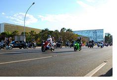 Denatran faz campanha para reduzir o número de acidentes com motos -   O Departamento Nacional de Trânsito (Denatran) realizou nesta quarta-feira (19), em Brasília, uma atividade voltada para os  motociclistas. A intenção é demonstrar a necessidade de realizar a manutenção periódica desses veículos e para melhorar formação dos condutores.    O motociclista é o destinatário dos esforços das autoridades para que aconteça uma redução significativa no número de acidentes com motocicletas. É par