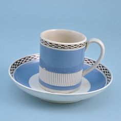 Leeds pottery coffee can and saucer. (b) (c. 1800 England)
