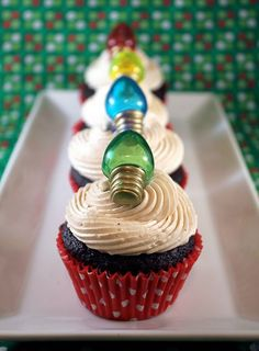 Christmas Cupcakes :: i'm guessing spun sugar for the bulbs :D