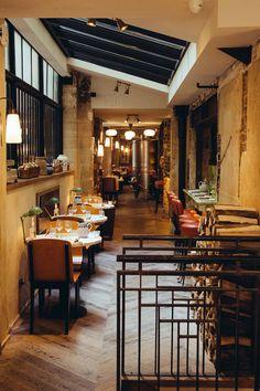 Antoine, Paris (serving true Italian cuisine with fresh seasonal produce from Italy) Trattoria Italiana, La Trattoria, Bar Restaurant, Restaurant Design, Restaurant Concept, Cafe Shop, Cafe Bar, Cafe Interior, Interior Design Living Room
