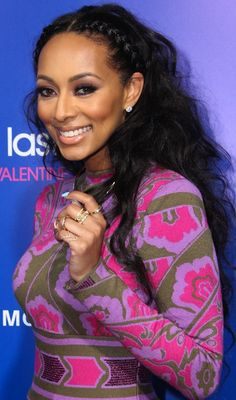 love the hairstyle. 2014 | Keri Hilson wore her super-long frizzy black hair in a center part ...