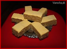 Žĺtkové rezy na oslavu (fotorecept) - recept | Varecha.sk Cornbread, Cheesecake, Ethnic Recipes, Desserts, Basket, Millet Bread, Cheesecakes, Deserts, Corn Bread