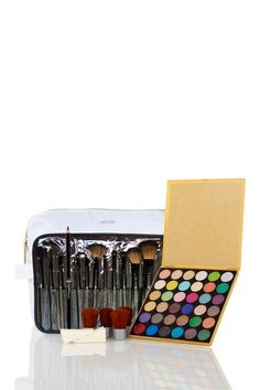 for CHEEP! :D *** HauteLook Crown Brush Beauty Bag by Best Of HauteLook Beauty Bags on Summer Beauty, My Beauty, Beauty Hacks, Hair Beauty, Beauty Ideas, Beauty Tips, Beauty Products, Kiss Makeup, Makeup Set