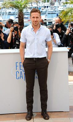 When he's not rocking a suit, Hollywood heartthrob Ryan Gosling is often spotted in tailored trousers and well-fitting shirts. Ryan Gosling, Glamour Mexico, Most Stylish Men, Outfits Hombre, Hottest Male Celebrities, Tailored Trousers, Celebrity Outfits, Gentleman, Eye Candy