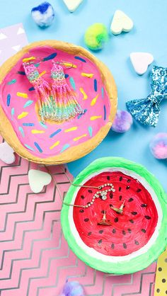Make DIY jewelry bowls yourself from modeling clay - donut & watermelon - Madmoisell DIY Projekte⎪ Basteln & Selbermachen - Diy Halloween, Halloween Signs, Party Girlande, Diy Girlande, Diy Party Garland, Diy Lush, Diy Donut, Desk Makeover, Makeover Party