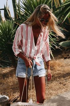 Fashionista style on point. | What to Wear with Denim Cutoffs