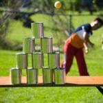 Ob in den Ferien oder zum Kindergeburtstag, eine Kinderolympiade ist ein toller Zeitvertreib. Lesen Sie hier verschiedene Spielvorschläge für drinnen und draußen!
