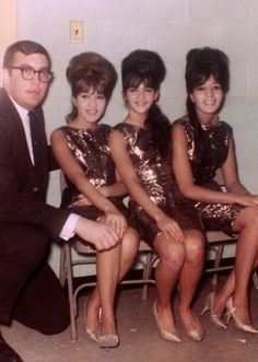 The Ronettes are one of my favorite girl groups in ALL of history--ac Welcome To The 60s, The Ronettes, Rock And Roll History, The Ventures, Ronnie Spector, Wall Of Sound, 60s Music, Valley Of The Dolls, Female Singers