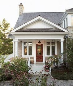 very small house symmetry simple design exterior facade curb appeal Cute Cottage, Cottage Style, Modern Cottage, Decoration Facade, English Cottage, Design Exterior, Facade Design, Exterior Colors, Exterior Paint