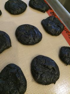 Gluten-Free Chocolate Fudge (Avocado) Cookies- No flour, no butter. Easy recipe for kids in the kitchen Easy Meals For Kids, Kids Meals, Healthy Baking, Healthy Snacks, Healthy Eats, Yummy Treats, Sweet Treats, Avocado Cookies, Vegan Fudge