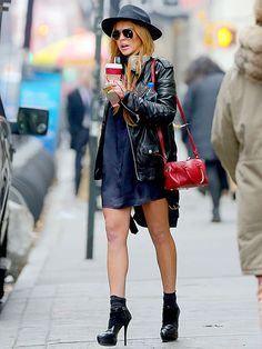On-the-go gal Lindsay Lohan, in sleek aviator sunnies, juggled all kinds of personal trinkets, as she headed through NYC!