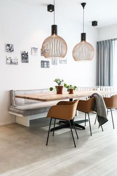 Florence saved to offeneZo'n vaste bank in de nis, met matraskussens! Dining Nook, Dining Room Lighting, Dining Room Design, Dining Room With Bench, Dining Corner, Corner Table, Dining Table, Living Room Interior, Kitchen Interior