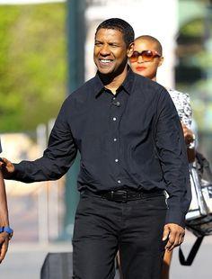 Denzel Washington Photos Photos - Denzel Washington Drops by 'Extra' - Zimbio Actor Denzel Washington, Favorite Movie Quotes, Black Actors, Best Supporting Actor, Interesting Faces, Celebs, Celebrities, Best Actor, Actor