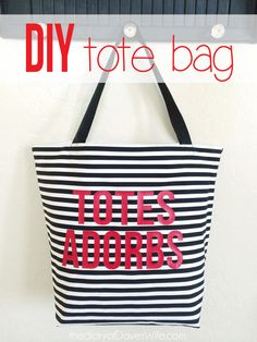 The best DIY projects & DIY ideas and tutorials: sewing, paper craft, DIY. Diy Crafts Ideas DIY Totes Adorbs Summer Bag - So Cute! Sewing Hacks, Sewing Tutorials, Sewing Crafts, Sewing Projects, Craft Tutorials, Craft Projects, Diy Tote Bag, Diy Purse, Diy Bags