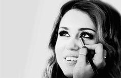 Miley Cyrus. eyeliner.