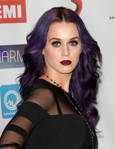 Katy Perry is never afraid to switch up her hair extensions. Color, cut, curl! #HairExtensions