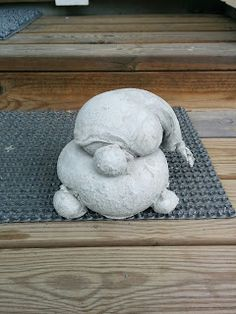 Handmade by HeidiH: Betoni tonttu Diy Cement Planters, Concrete Projects, Gnomes, Garden Sculpture, Diy And Crafts, Dinosaur Stuffed Animal, Mosaic, Outdoor Decor, Animals