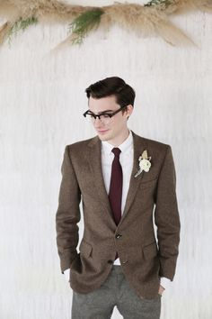 stylish groom with tie #groom #groomattire #weddingchicks http://www.weddingchicks.com/2014/03/03/silver-wedding-ideas-2