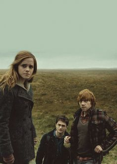 Emma Watson as Hermione Granger, Rupert Grint as Ron Weasley & Daniel Radcliffe as Harry Potter - Harry Potter and the Deathly Hallows: Part 2 Fantasia Harry Potter, Arte Do Harry Potter, Harry Potter Ron Weasley, Harry And Hermione, Yer A Wizard Harry, Harry Potter Love, Harry Potter Universal, Harry Potter World, Snape Harry