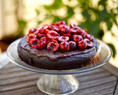 And cherry season continues. This healthy beauty is sweetened with bananas and dates  <3 Healthy Beauty, Healthy Food, Healthy Recipes, Cherry Season, Bananas, Allrecipes, New Recipes, Dates, Cravings