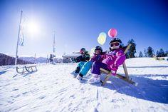 Für Familien haben wir passende Pauschalangebote - schaut mal rein, wir bieten das ganze Jahr über attraktive Deals für die ganze Familie an🤫 Family Ski, Mount Everest, Skiing, Mountains, Nature, Travel, Ski Trips, Families, Ski
