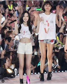 SNSD - Tae Young SM Town Concert Taeyeon Fashion, Kpop Fashion, Girls' Generation Taeyeon, Girls Generation, Snsd, Sooyoung, South Korean Girls, Korean Girl Groups, Bubblegum Pop