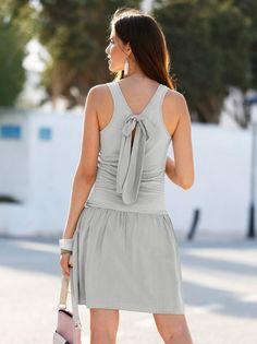 5cdac0035c69 Un coqueto vestido cuyo estudiado diseño con efecto 2 piezas te permitirá  lucirlo como si se
